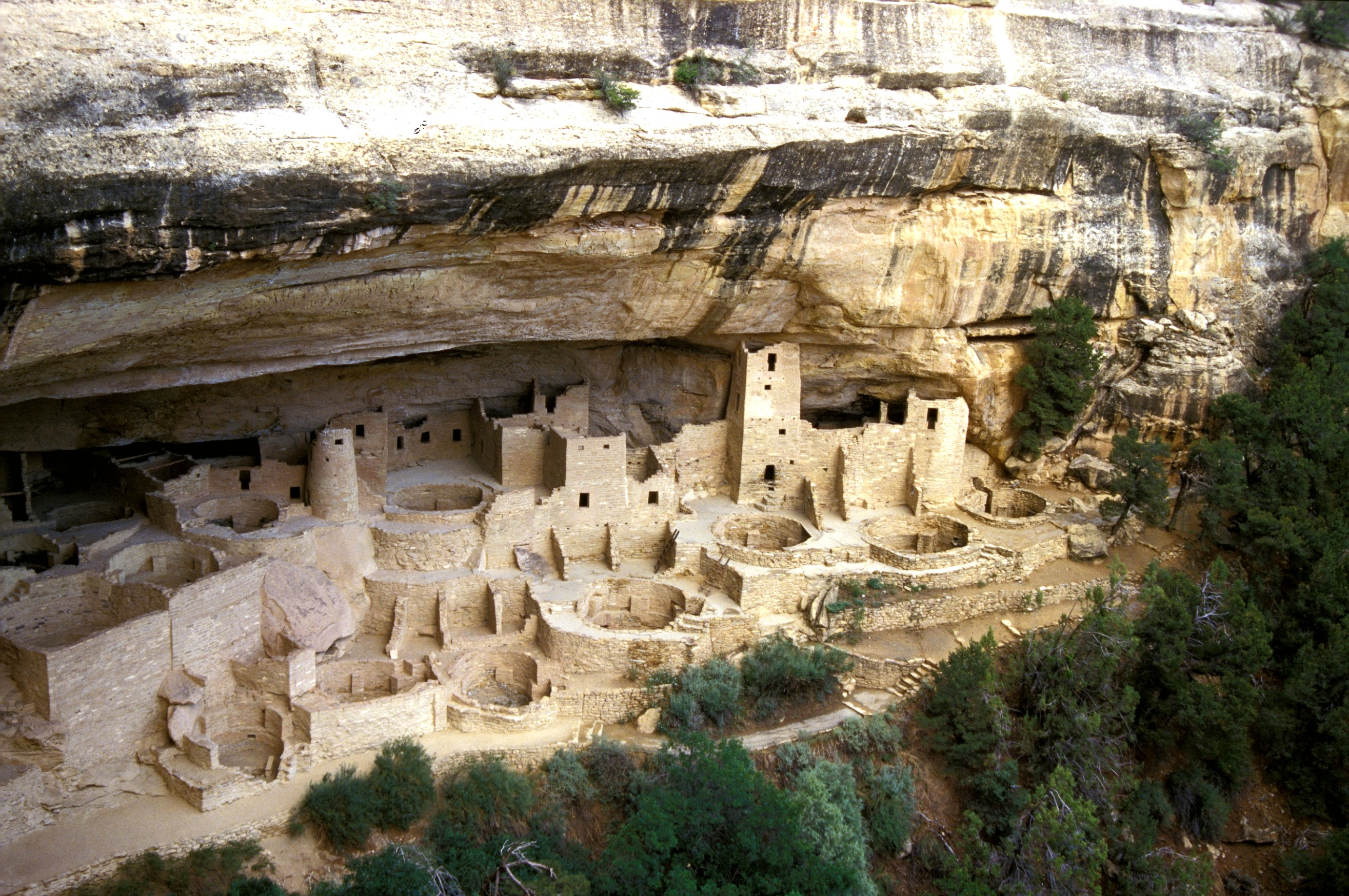Cliff Dwellings of a Mysterious People in the Four Corners ...  |Cahokia Indians Mesa Verde